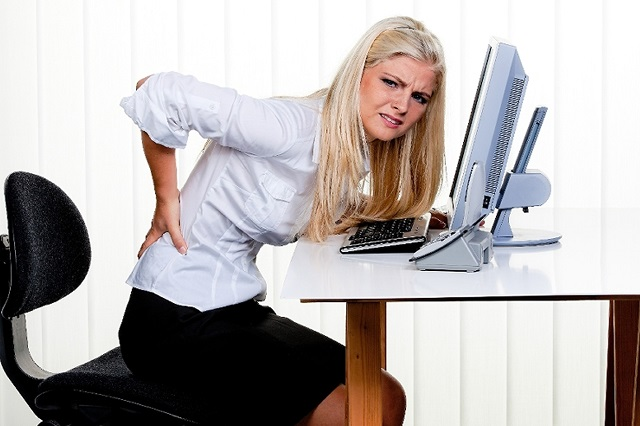 Người làm việc quá nhiều sẽ thường xuyên phải đối mặt với chứng đau lưng và đau cổ